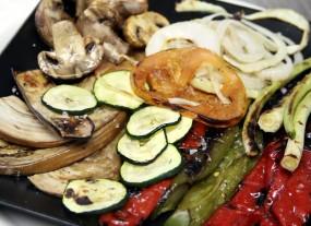 Verduras a la brasa con romescu